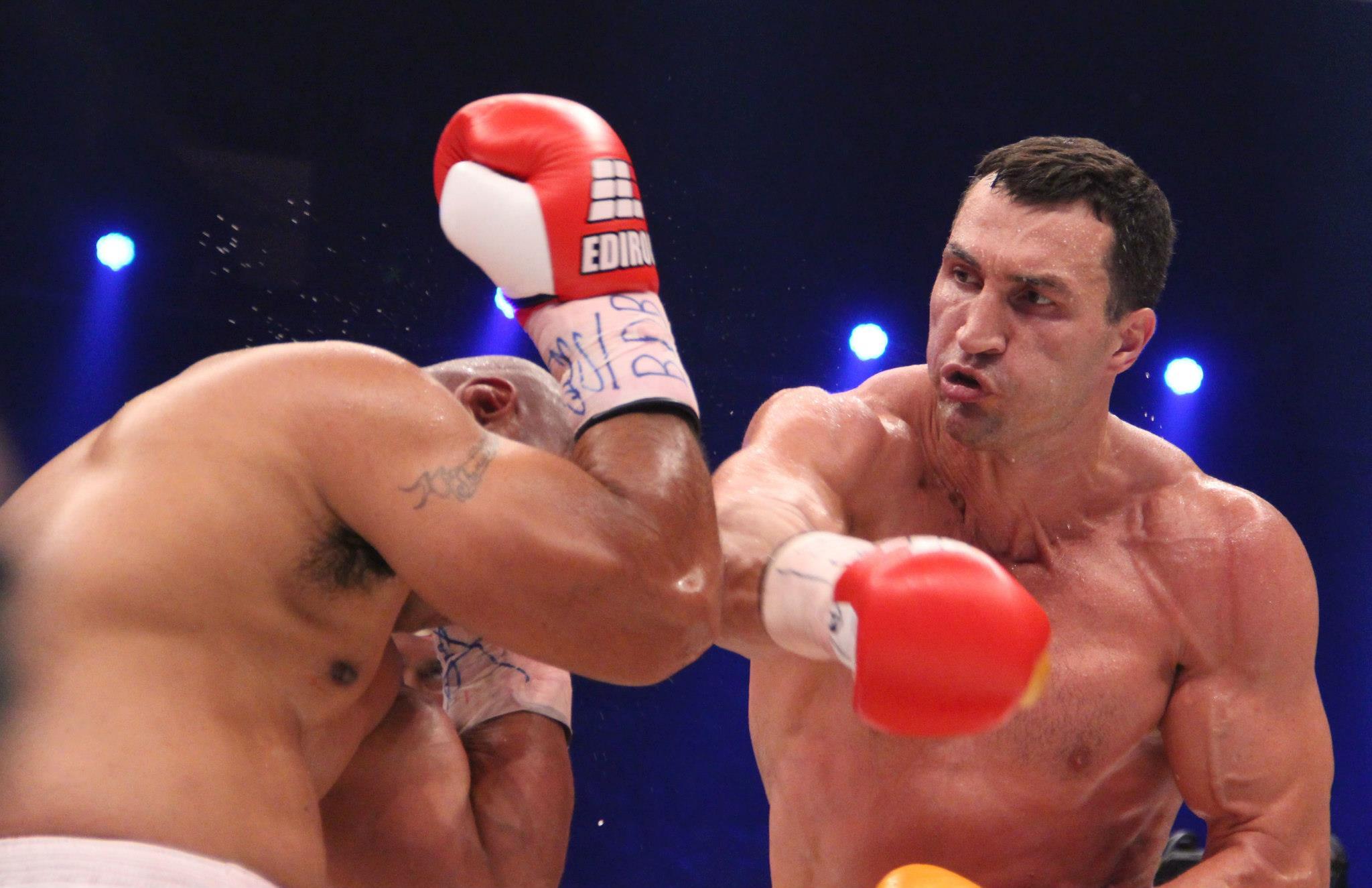 Junior Dos Santos Says He'd KO Wladimir Klitschko, What a Joke